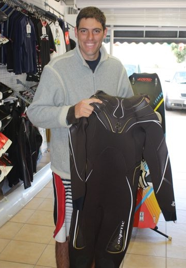 Christoff Muller receiving his wetsuit